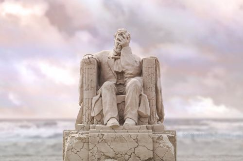 Awesome Sand Reproduction of Abraham Lincoln