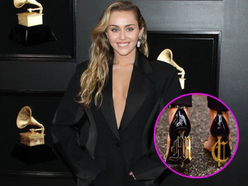 PHOTOS. Grammy Awards:  les chaussures totalement mégalos de Miley Cyrus