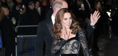 Kate Middleton fait sensation au Royal Variety Performance avec sa robe Alexander McQueen