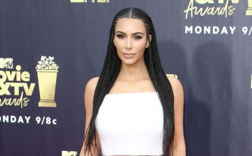 PHOTO. Kim Kardashian a-t-elle six orteils ? Les internautes s'interrogent