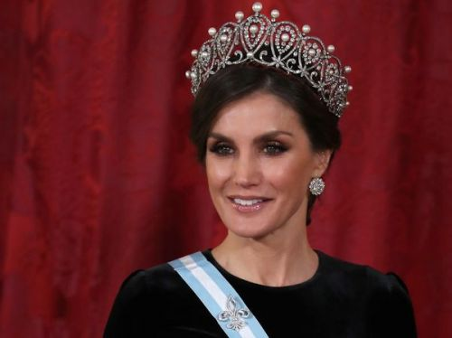 PHOTOS. Letizia d'Espagne:  diamants, velours. son parfait look de reine