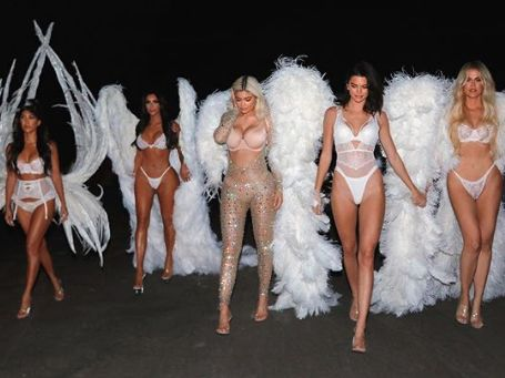 PHOTOS. La famille Kardashian en anges Victoria's Secret