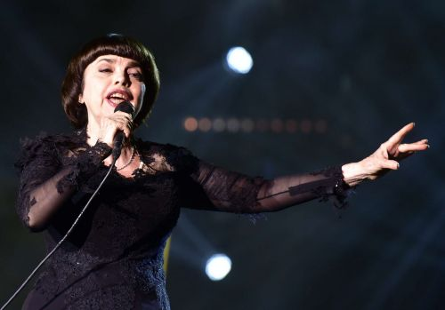 Mireille Mathieu confinée près de Paris : routine, secrets, regrets