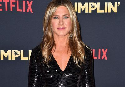 "Jennifer Aniston illumine la première de ""Dumplin'"" à Los Angeles"