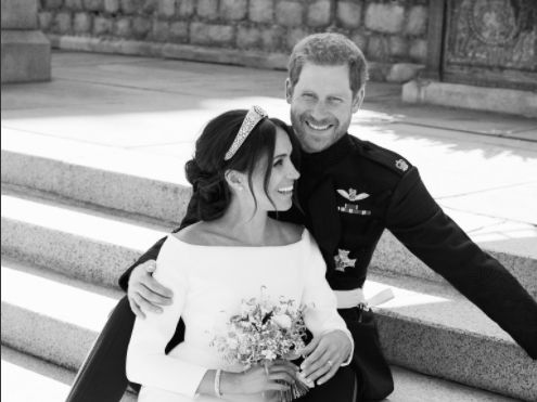 PHOTOS. Meghan Markle et le prince Harry hilares sur la photo officielle:  leur photographe explique pourquoi