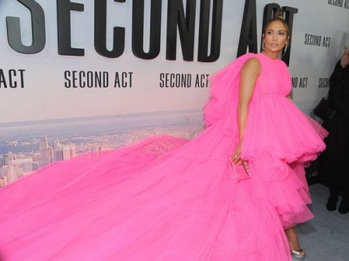 PHOTOS. La robe totalement folle de Jennifer Lopez