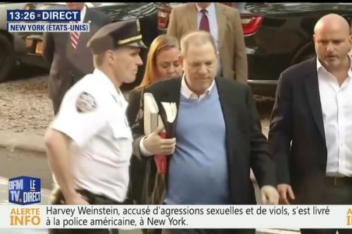 VIDEO. Accusé d'agressions sexuelles, Harvey Weinstein se livre à la police de New York