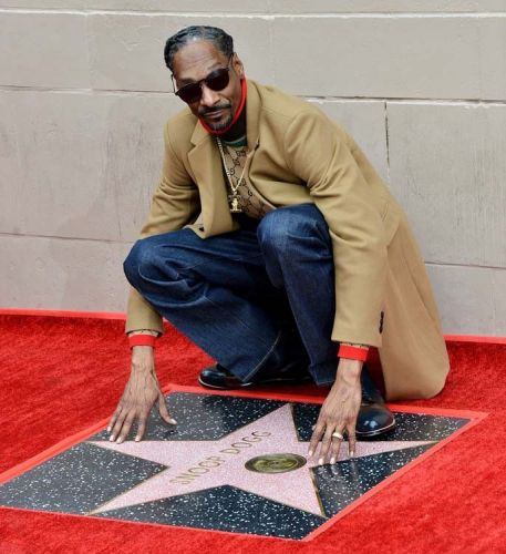 Snoop Dogg:  Dr Dre, Pharrell et Quincy Jones inaugurent son étoile à Hollywood !