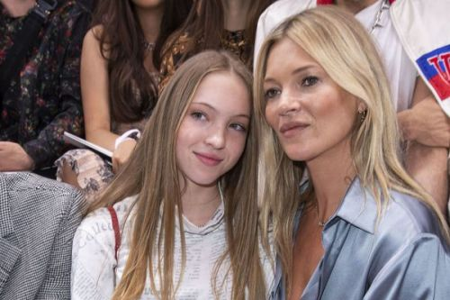 PHOTOS. Kate Moss:  duo complice avec sa fille Lila-Grace à la Fashion Week de Paris