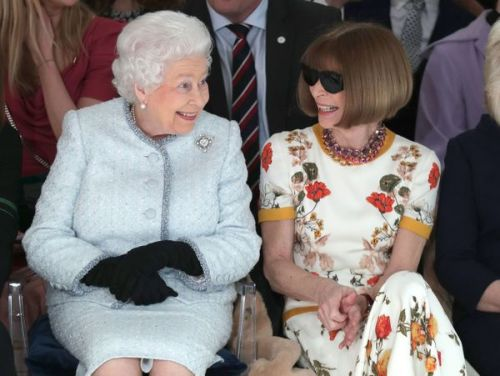 PHOTOS. La reine Elizabeth II avec Anna Wintour à la Fashion Week
