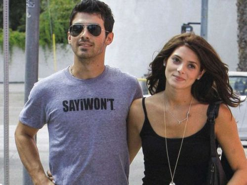 PHOTOS. Joe Jonas:  il y a neuf ans, il roucoulait avec Ashley Greene
