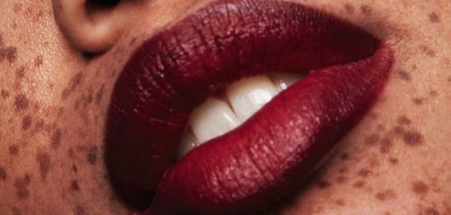 Maquillage:  la bouche Bordeaux Grand Cru en 5 lipsticks