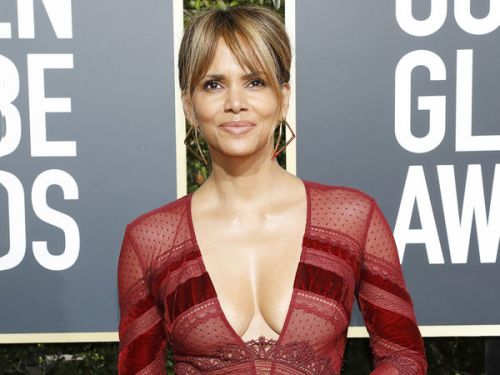 PHOTOS. Golden Globes 2019 : le décolleté XXL de Halle Berry
