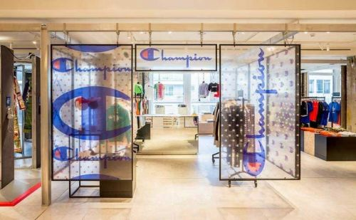 Champion ouvre un pop-up store chez Selfridges