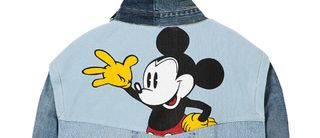Mickey s'invite sur la veste iconique de Desigual