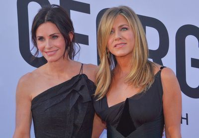 Jennifer Aniston et Courteney Cox:  leur avion frôle l'accident