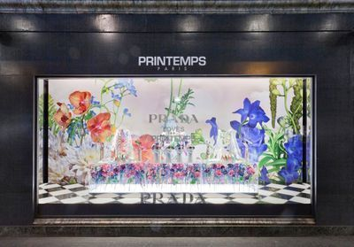 ELLEFashionSpot:  Prada installe son univers romantique au Printemps