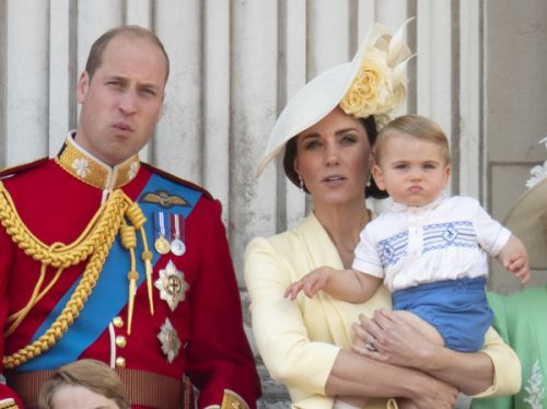 Trooping the colour : Quand le prince Louis recycle une tenue. de son oncle, le prince Harry !