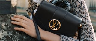 "Tendance mode:  Louis Vuitton dévoile son nouvel it-bag, le ""LV Pont 9"""