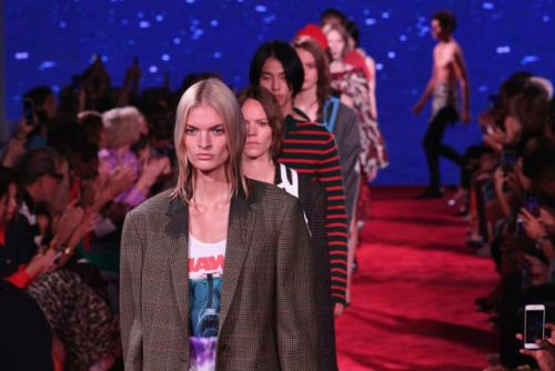 These New Faces Got Swimming Lessons at Calvin Klein's Theatrical Show