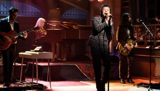Harry Styles en GROS FAIL au Victoria's Secret Fashion Show 2017, il chante la braguette ouverte