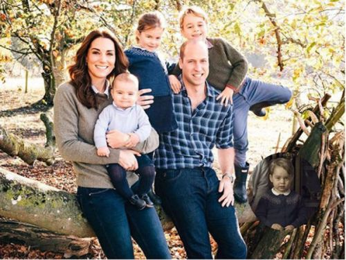 PHOTOS. Quand la princesse Charlotte recycle un gilet du prince George sur la carte de Noël de Kate et William
