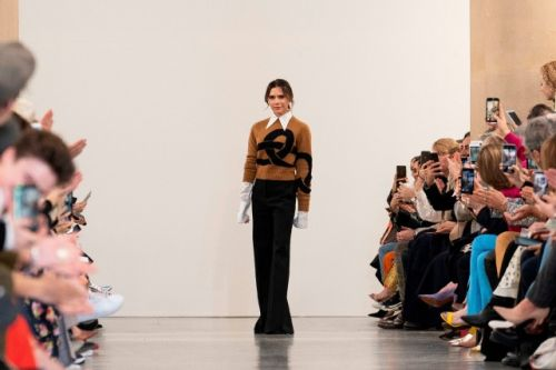 Victoria Beckham convoque les 70's à la Fashion Week de Londres