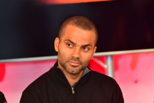 PHOTOS. Tony Parker victime d'un accident de voiture impressionnant aux Etats-Unis