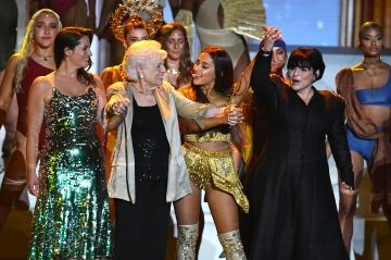 Ariana Grande, en famille aux MTV Video Music Awards