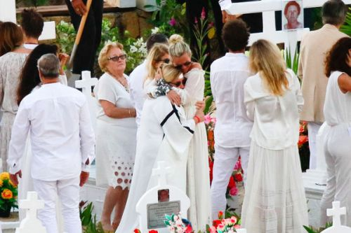 "En quittant Saint-Barth, Laeticia Hallyday a la ""sensation d'abandonner"" Johnny"